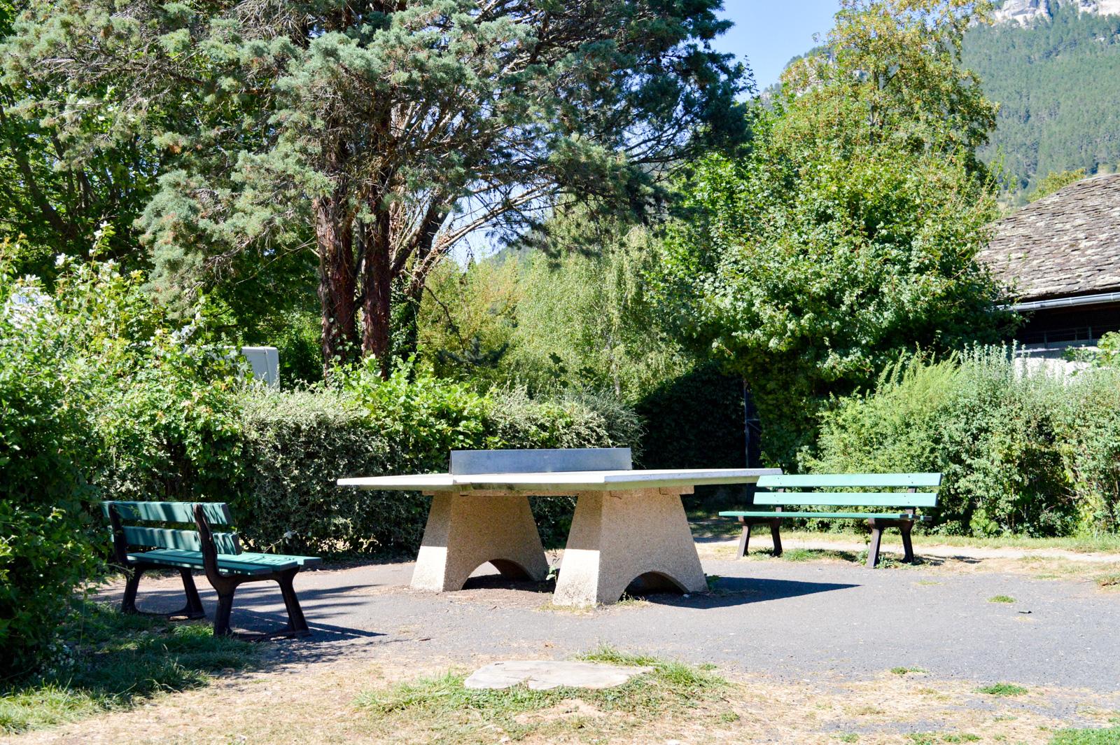 Une table de ping-pong ainsi que d'autres espaces de détente sont à votre disposition