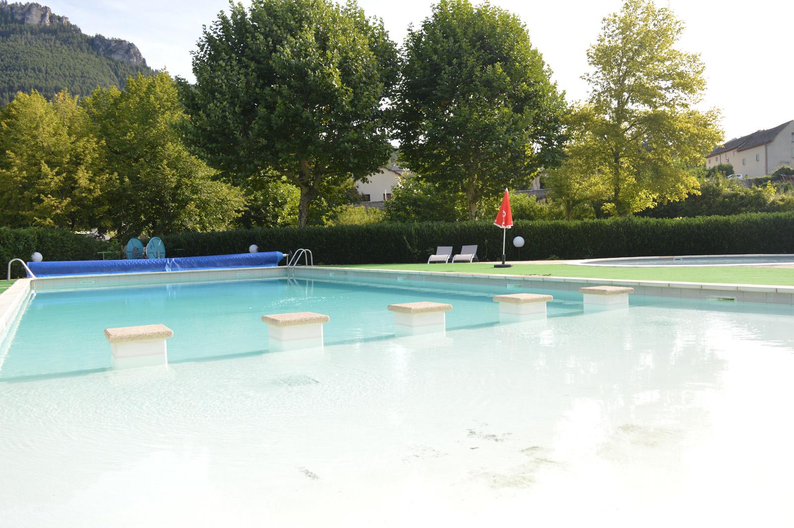 Profitez de notre piscine chauffée et en pleine nature