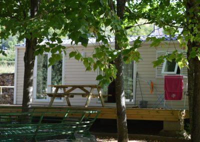 Nos mobil-home sont situés sur des emplacements ombragés et calmes