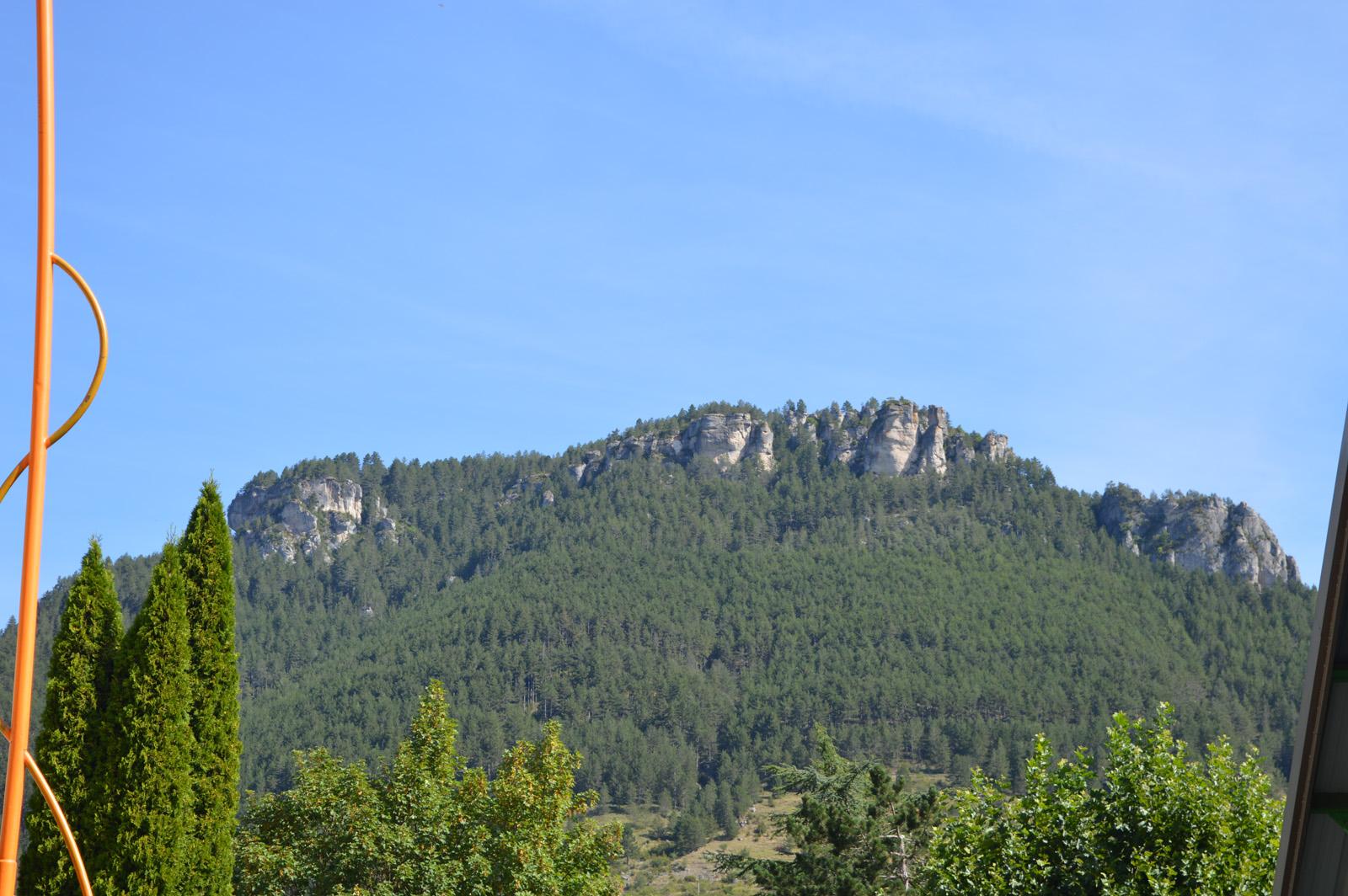 La vue sur les montagnes alentours